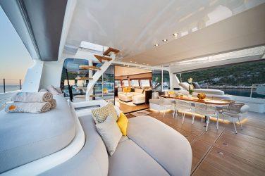 Dlaczego wybrać czarter luksusowego katamaranu?