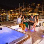 Czarter luksusowego katamaranu: idealne wakacje